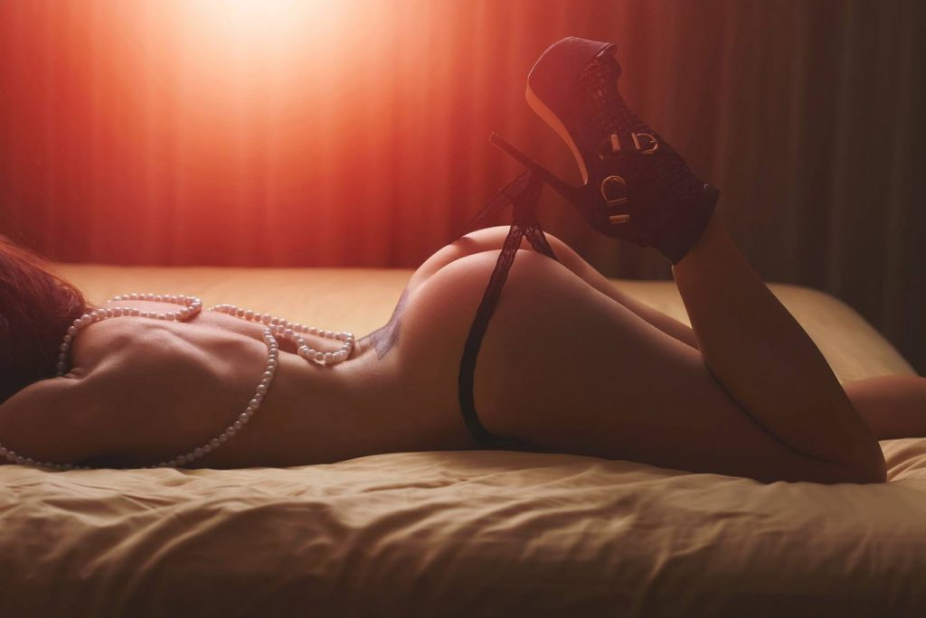 Sexy Boudoir Photo with Pearls